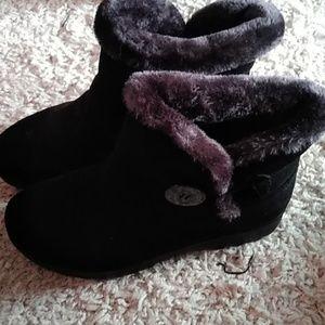 Black size 6.5 boots